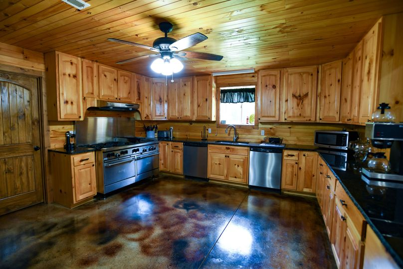 14 lodge kitchen 1