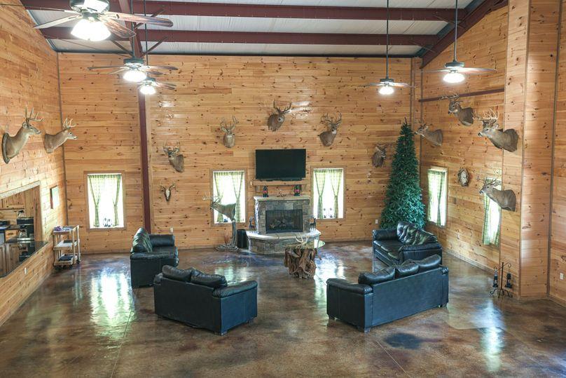 16 lodge living area 1