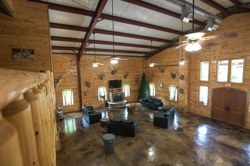 17 lodge living area