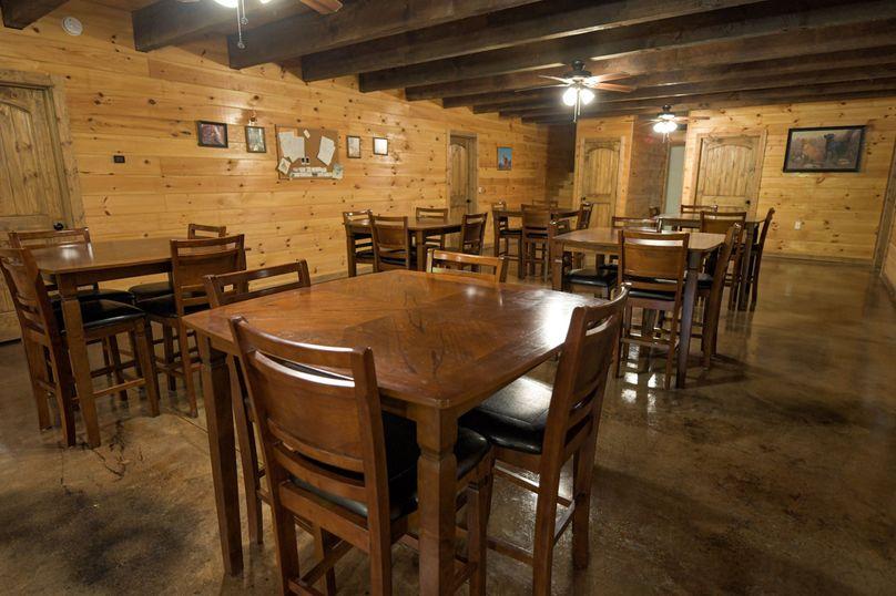 12 lodge dining area