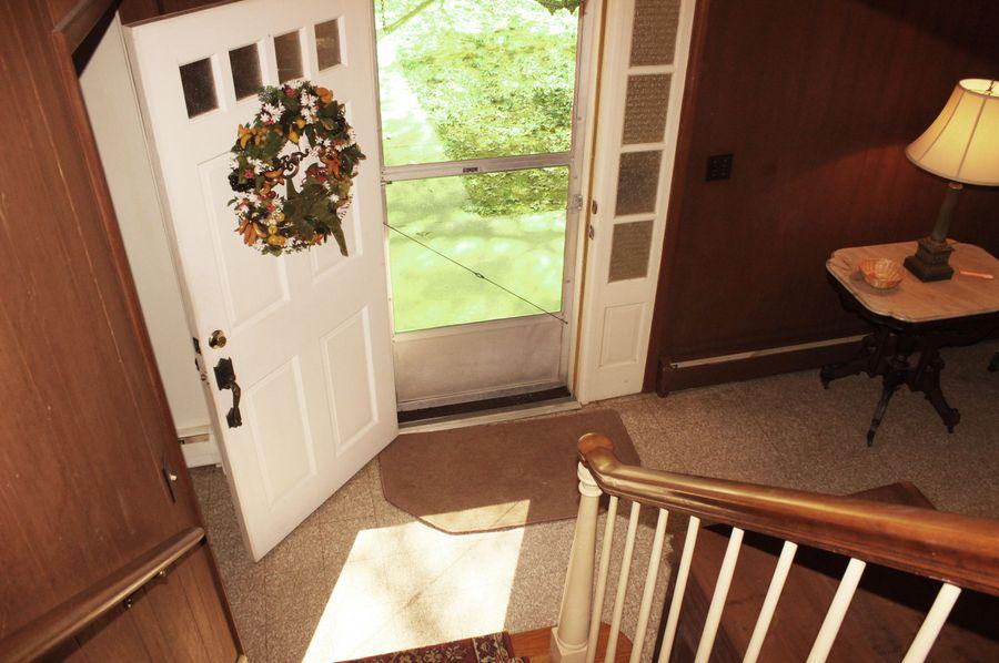 63.44acres carolinecty frontporch stairwell