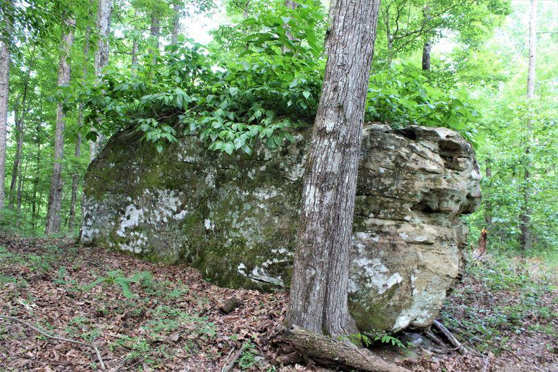 033 huge boulder atop the main ridge