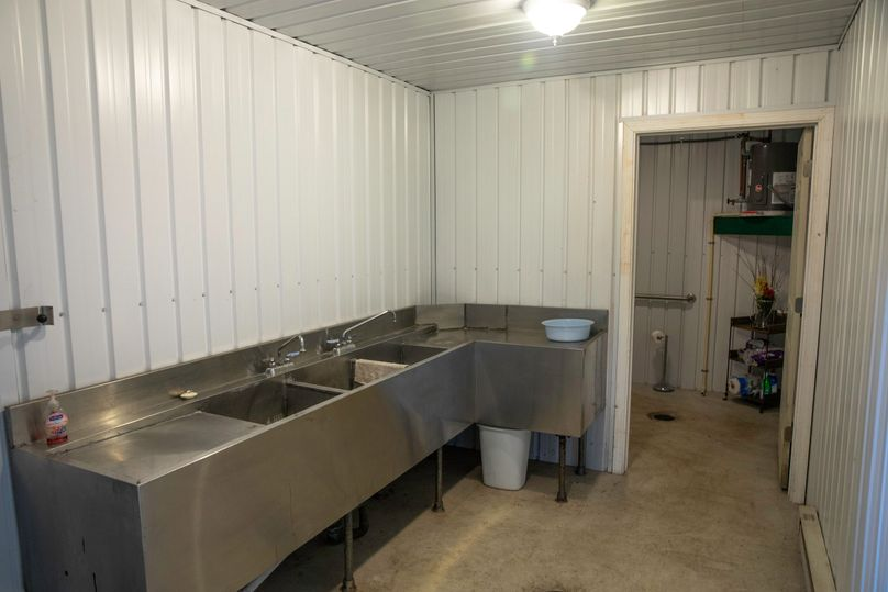 9 washroom and bathroom in hops building