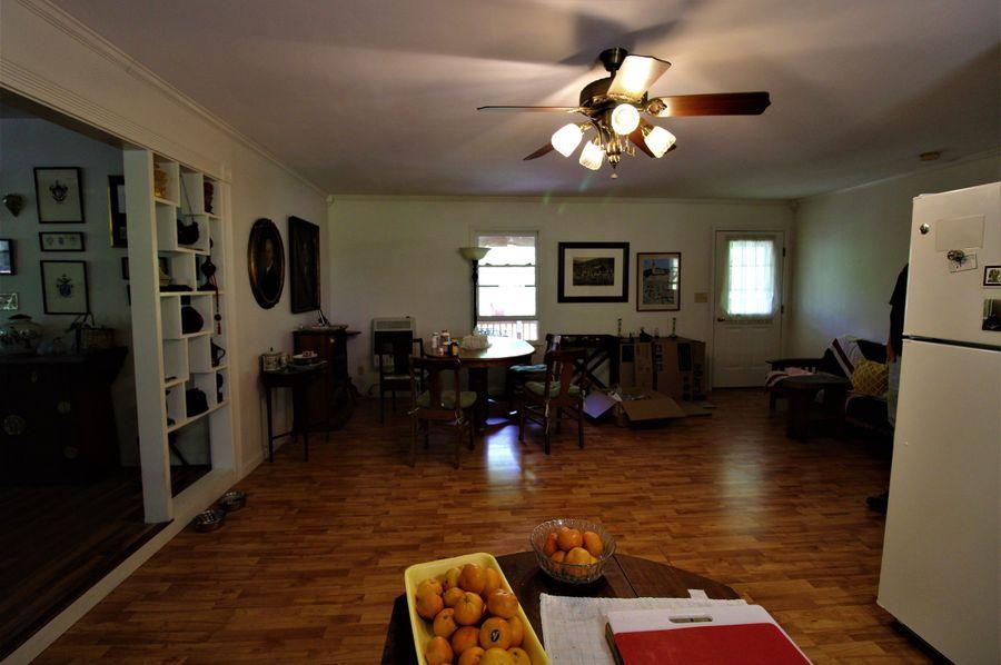 040 dining area