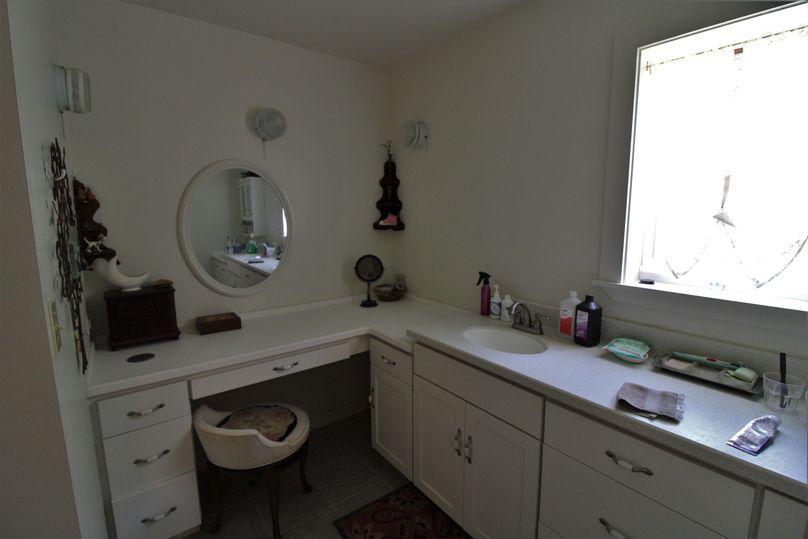 047 master bathroom