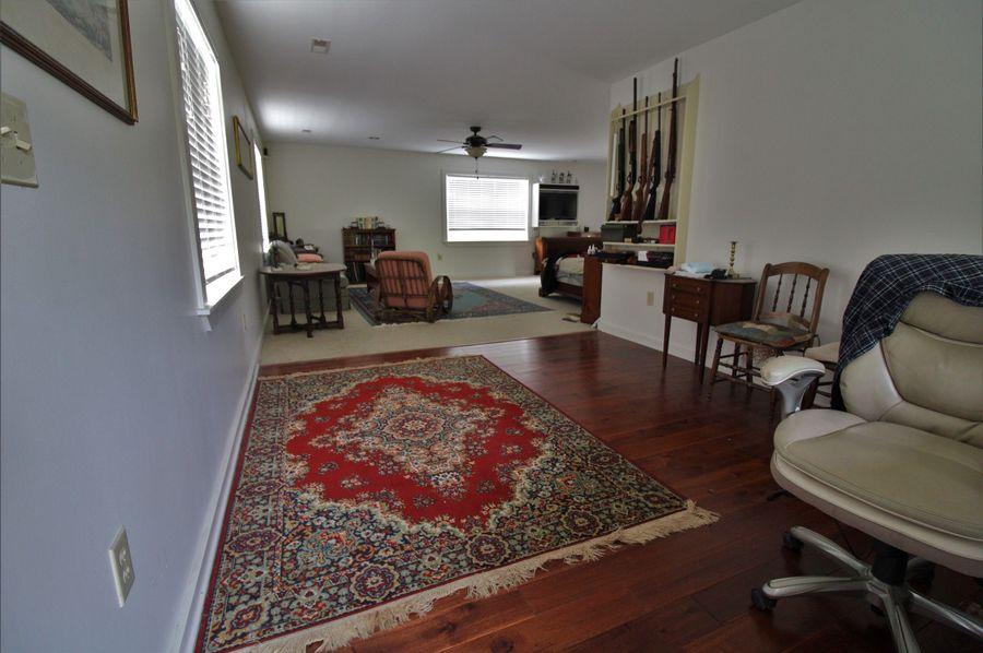 044 master bedroom office area
