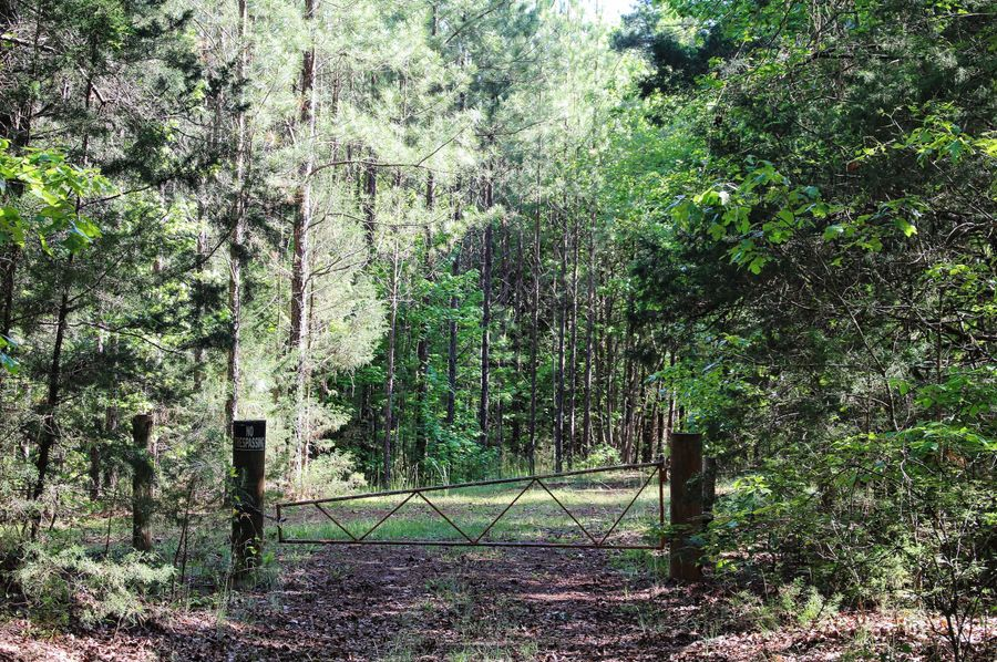 01 gate