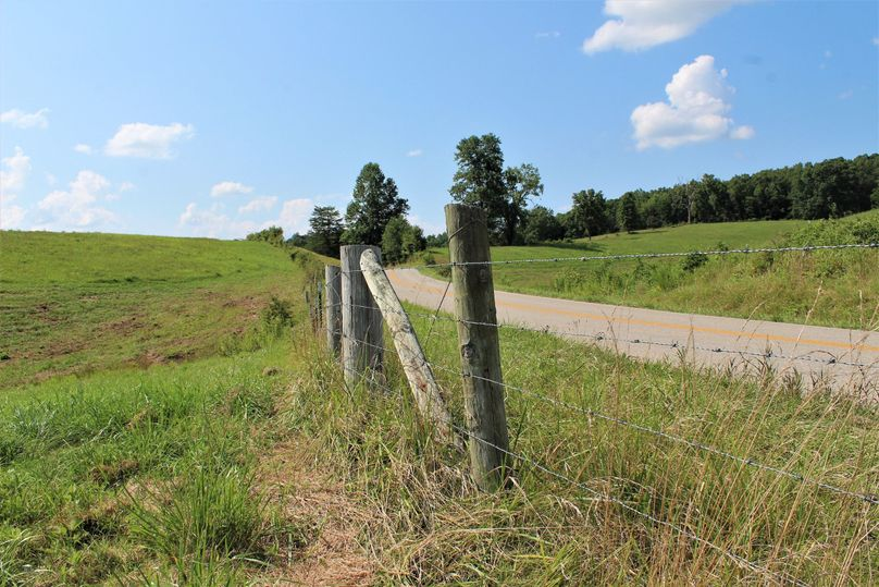 007 the fence line along the north boundary and ky 772