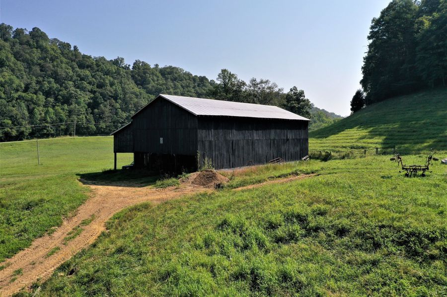 016 the large tobacco barn sitting near the home