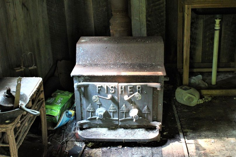 029 the old wood stove that sits in the little cabin